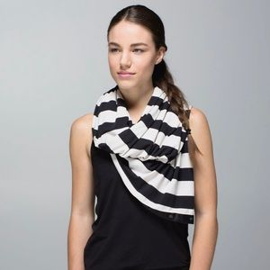 lululemon vinyasa scarf 🖤